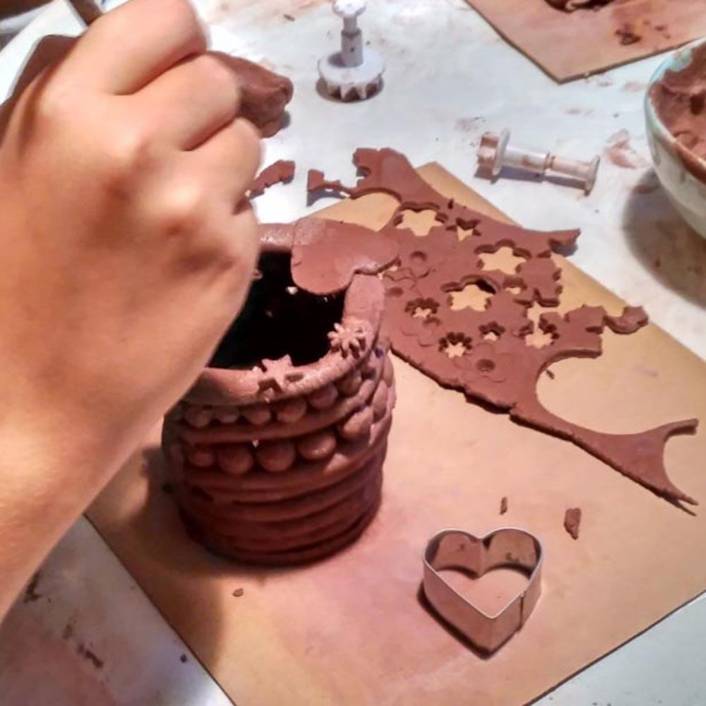 Haciendo un portalápices de cerámica